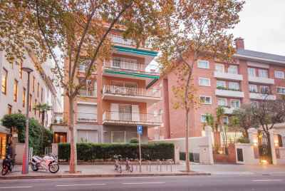 Spacious apartment with terrace in prestigious area of Barcelona